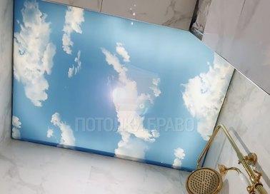 Матовый натяжной потолок с небесным дизайном для ванной НП-1751