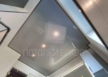Глянцевый геометрический натяжной потолок для ванной комнаты НП-1494