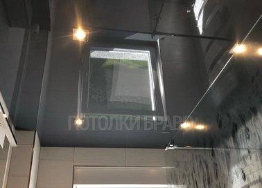 Черный глянцевый натяжной потолок с подсветкой для ванной НП-1496
