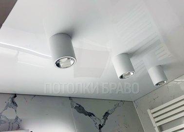 Сатиновый натяжной потолок с подсветками для ванной НП-1499