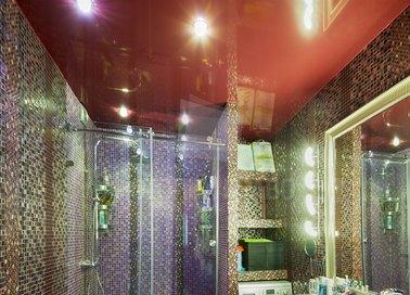 Красный глянцевый натяжной потолок для ванной комнаты НП-1504