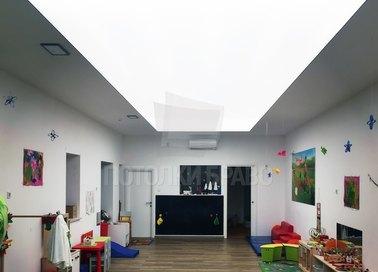 Матовый натяжной потолок с освещением по центру НП-1516