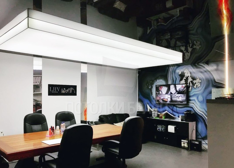 Черно-белый натяжной потолок НП-1518
