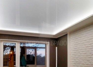 Белый матовый натяжной потолок с подсветкой НП-1534