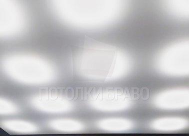 Матовый натяжной потолок с освещением для коридора НП-1538 - фото 2