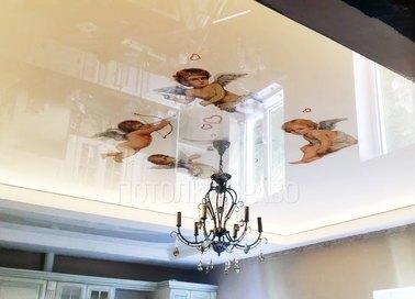 Глянцевый натяжной потолок с изображением ангелов НП-1544