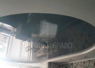 Глянцевый серый натяжной потолок с люстрой НП-1546