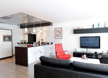 Глянцевый натяжной потолок для квартиры-студии НП-1556