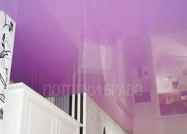 Сиреневый глянцевый натяжной потолок НП-1588