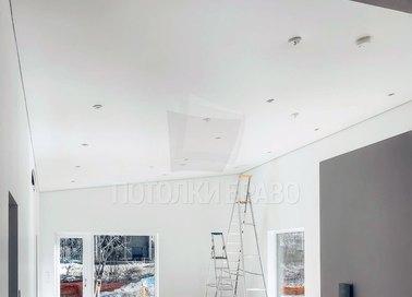 Белый матовый натяжной потолок под углом НП-1605