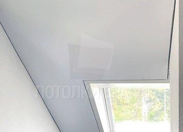 Белый матовый натяжной потолок под углом для мансарды НП-1608 - фото 4