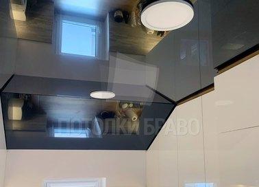 Черный глянцевый натяжной потолок под углом для кухни НП-1610 - фото 2