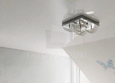 Глянцевый натяжной потолок с матовым углом НП-1613