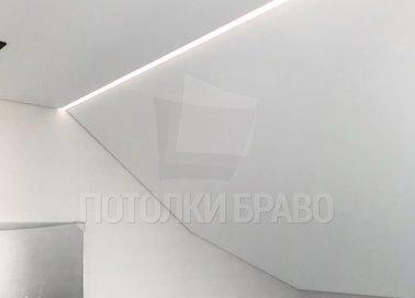Матовый натяжной потолок для жилой комнаты под углом НП-1616 - фото 2