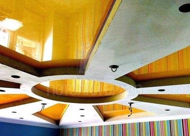Желто-белый натяжной потолок в стиле Ампир НП-1620