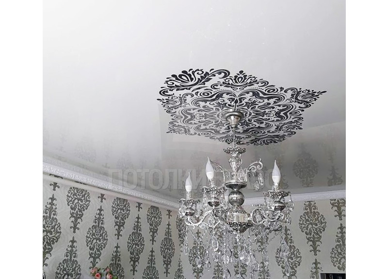 Черно-белый натяжной потолок в стиле кантри НП-1669