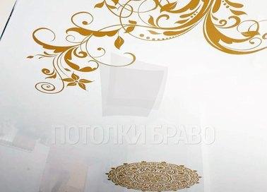 Бело-золотой глянцевый натяжной потолок НП-1672