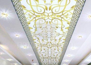 Матовый золотисто-белый натяжной потолок в стиле барокко НП-1675