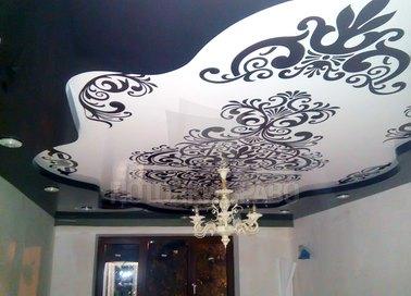 Необычный черно-белый матовый натяжной потолок НП-1684