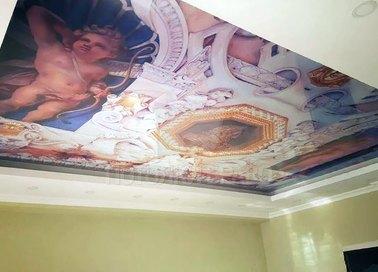Белый натяжной потолок в греческом стиле для комнаты НП-1747
