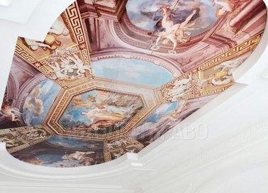 Белый матовый натяжной потолок в стиле барокко для комнаты НП-1749