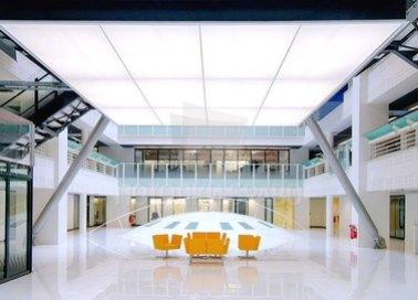 Белый матовый натяжной потолок с подсветкой для холла НП-1756