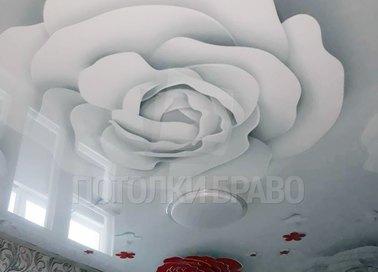 Глянцевый натяжной потолок с белыми розами НП-1782 - фото 4