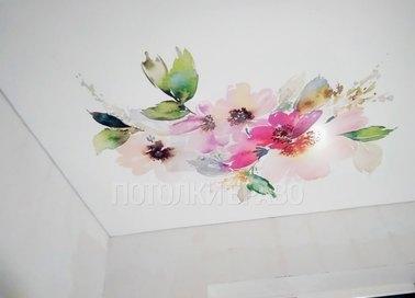 Матовый натяжной потолок с акварельными цветами НП-1796