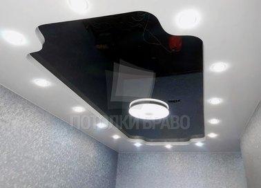 Черно-белый натяжной потолок со светильниками НП-1823