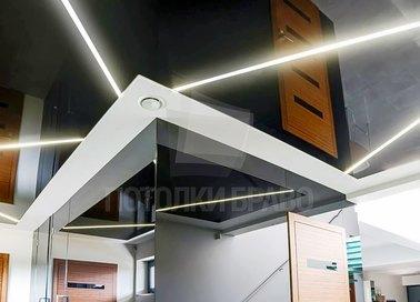 Черный натяжной потолок с диодными лентами для коридора НП-1866