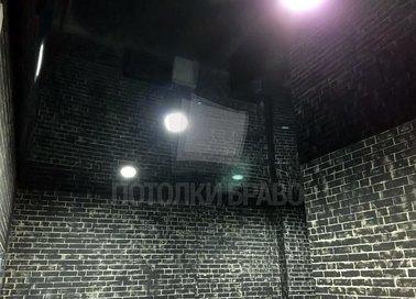 Зеркальный черный натяжной потолок для коридора НП-1868