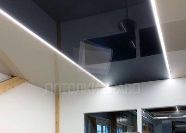 Бежево-черный глянцевый натяжной потолок с подсветкой НП-1876