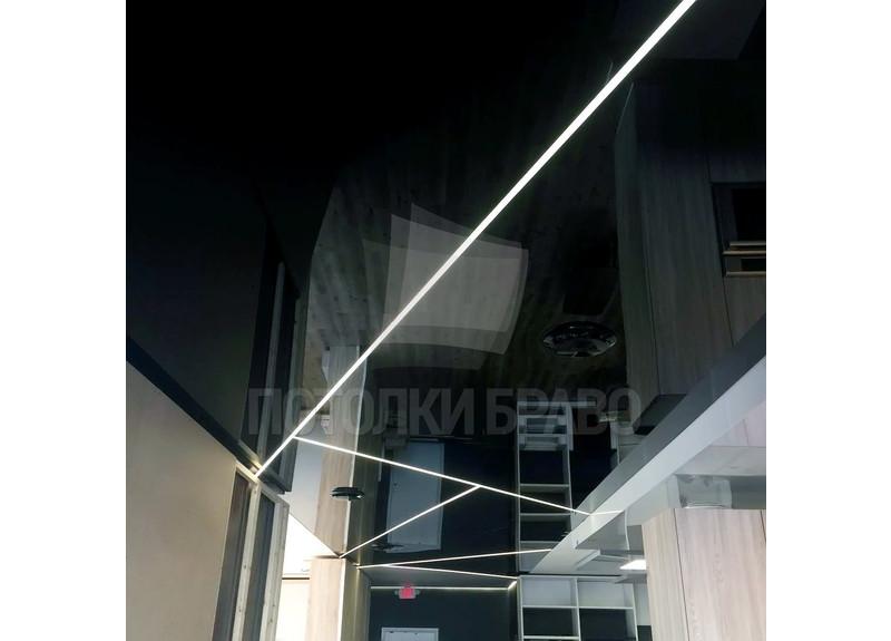 Черный глянцевый натяжной потолок с золотой подсветкой НП-1877