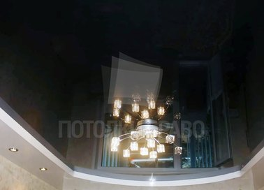 Черный зеркальный натяжной потолок с люстрой НП-1880