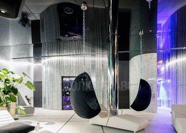Глянцевый зеркальный натяжной потолок для салона красоты НП-1881