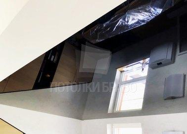 Угловой черный натяжной потолок для мансарды НП-1887