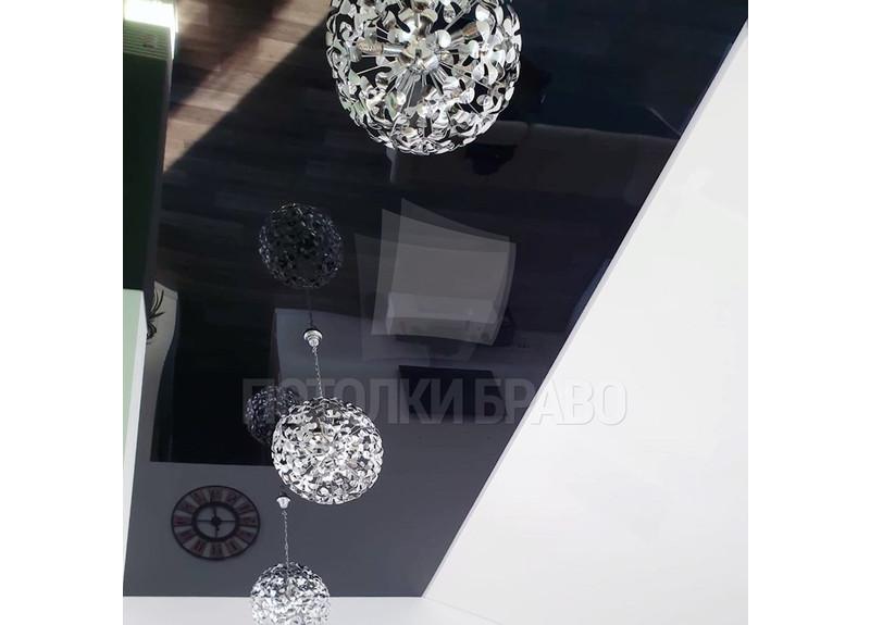Современный глянцевый натяжной потолок для жилой комнаты НП-1900