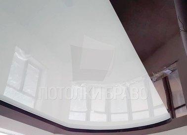 Бордово-белый фактурный натяжной потолок НП-1904