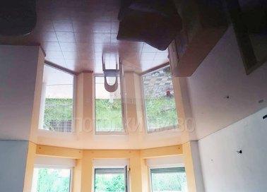 Бордовый глянцевый зеркальный натяжной потолок НП-1905