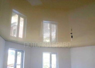 Желтый глянцевый натяжной потолок для жилой комнаты НП-1908