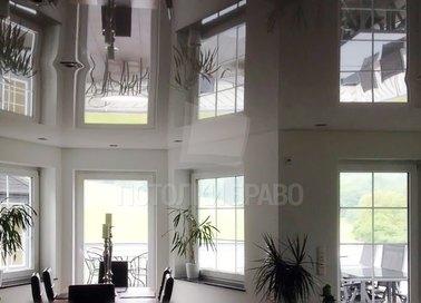 Глянцевый зеркальный натяжной потолок для гостиной НП-1909