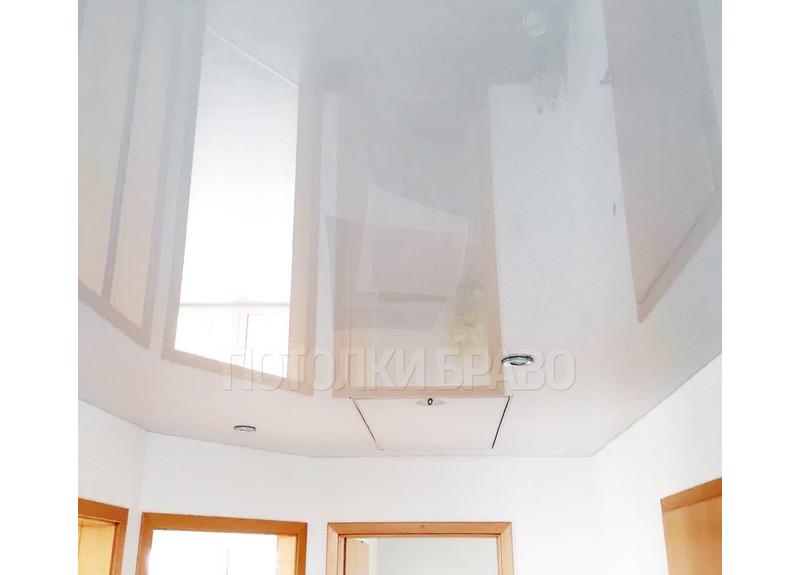 Глянцевый зеркальный натяжной потолок для коридора НП-1910