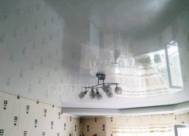Чёрный глянцевый натяжной потолок для кухни НП-1912