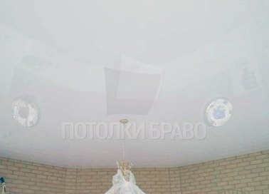 Круглый глянцевый натяжной потолок для жилой комнаты НП-1913 - фото 2