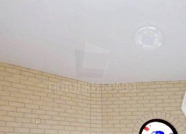 Круглый глянцевый натяжной потолок для жилой комнаты НП-1913 - фото 3