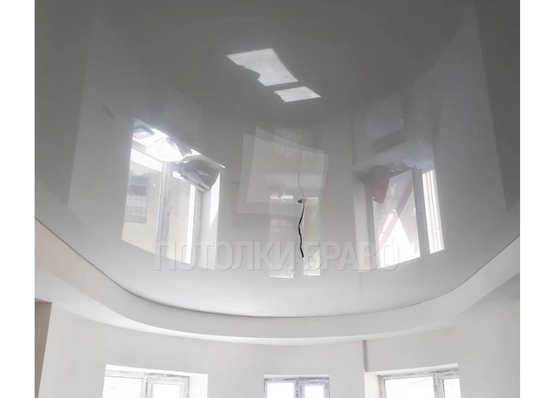 Сложный белый натяжной потолок для жилой комнаты НП-1916