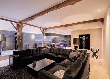 Матовый натяжной потолок с деревянным балками НП-118