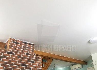 Матовый белый натяжной потолок для кирпичного дома НП-120