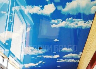 Глянцевый натяжной потолок с небесами для балкона НП-122 - фото 2