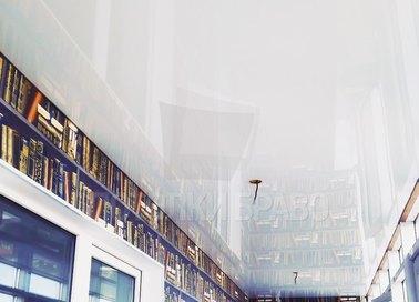 Глянцевый белый натяжной потолок под балкон НП-123
